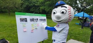 Mr Met doing board acitivity